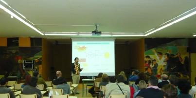 Daniel Mesa dando la conferencia